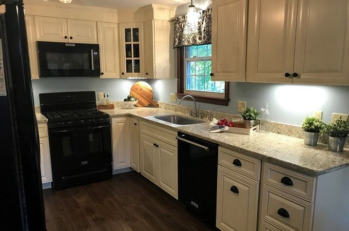 Wolf Classic Expression Hudson Antique White Paint 10 X 10 Kitchen 10 X 10 Kitchen Cabinets Kitchen Cabinets Kitchen